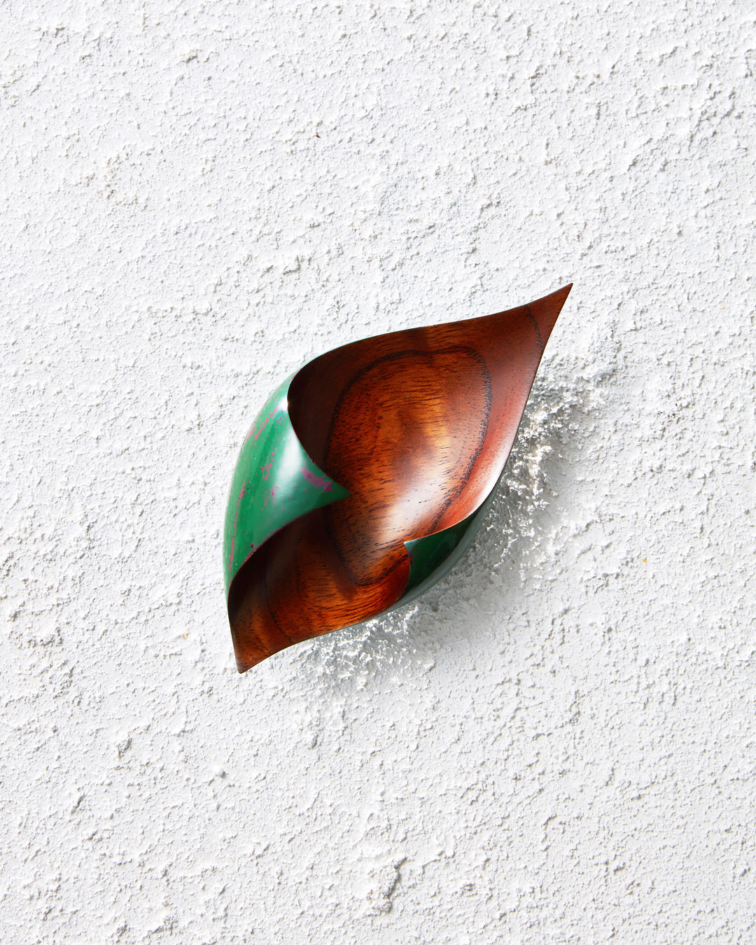 Joo Hyung Park, Confluence 4, 2018, brooch; Chinaberry wood, ottchil (lacquer), silver, 150 x 71 x 50 mm, €975