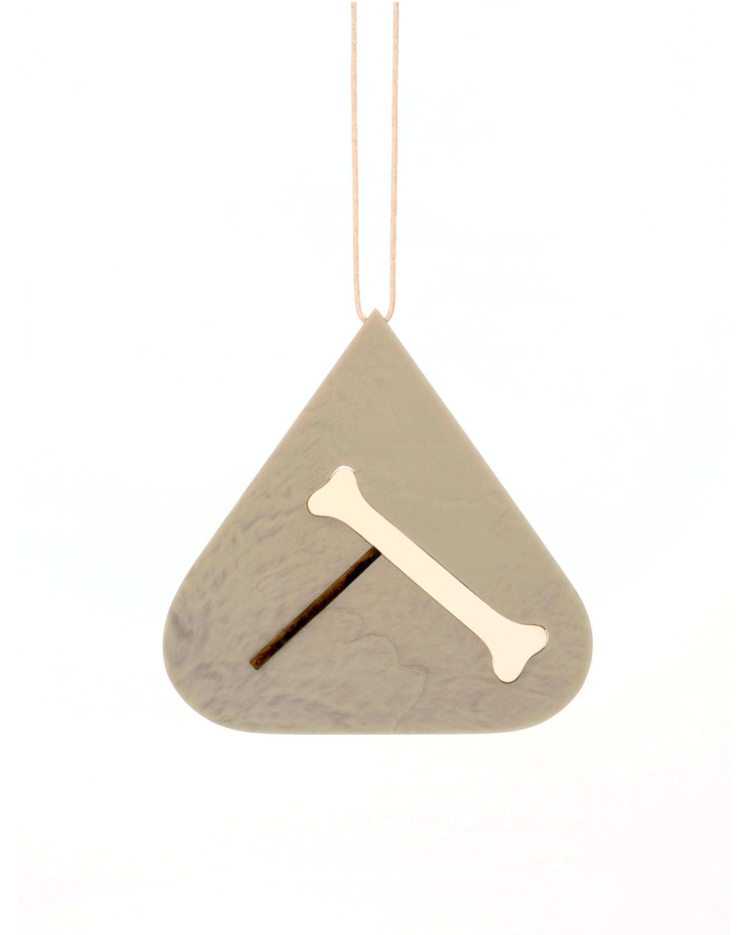 Julia Walter, Balance, 2014, necklace; Galalith, oak, cotton string, 130 x 130 x 5 mm, €1980