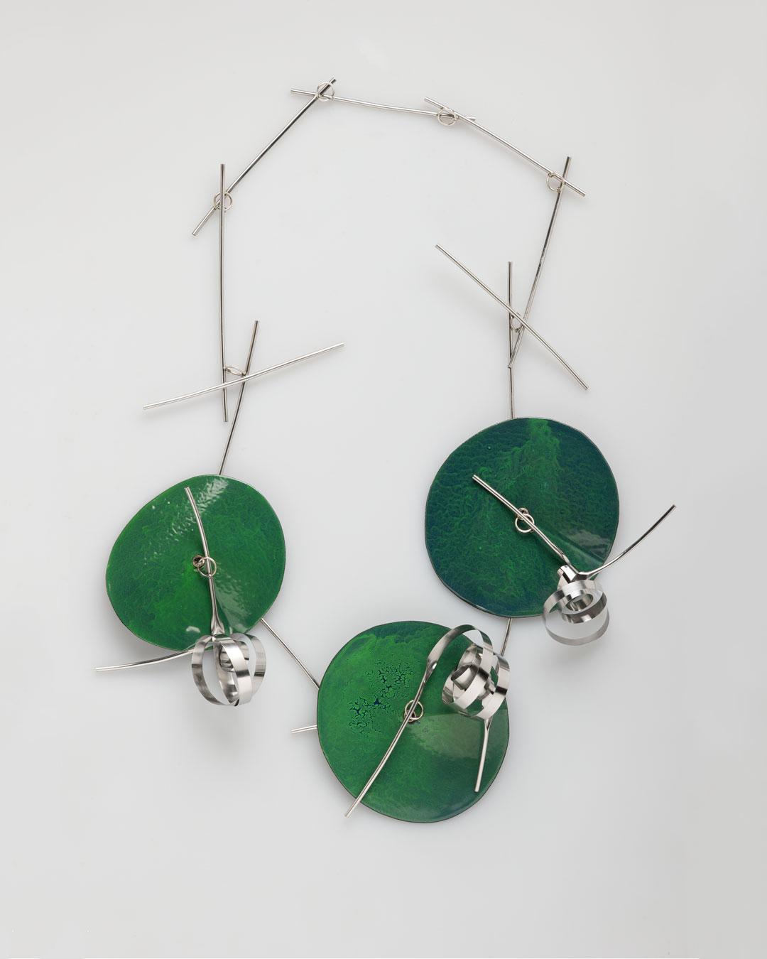 Andrea Wippermann, Japanischer Garten II (Japanese Garden II), 2011, necklace; gold, high-grade steel, enamelled steel, 420 x 280 x 70 mm, €3200
