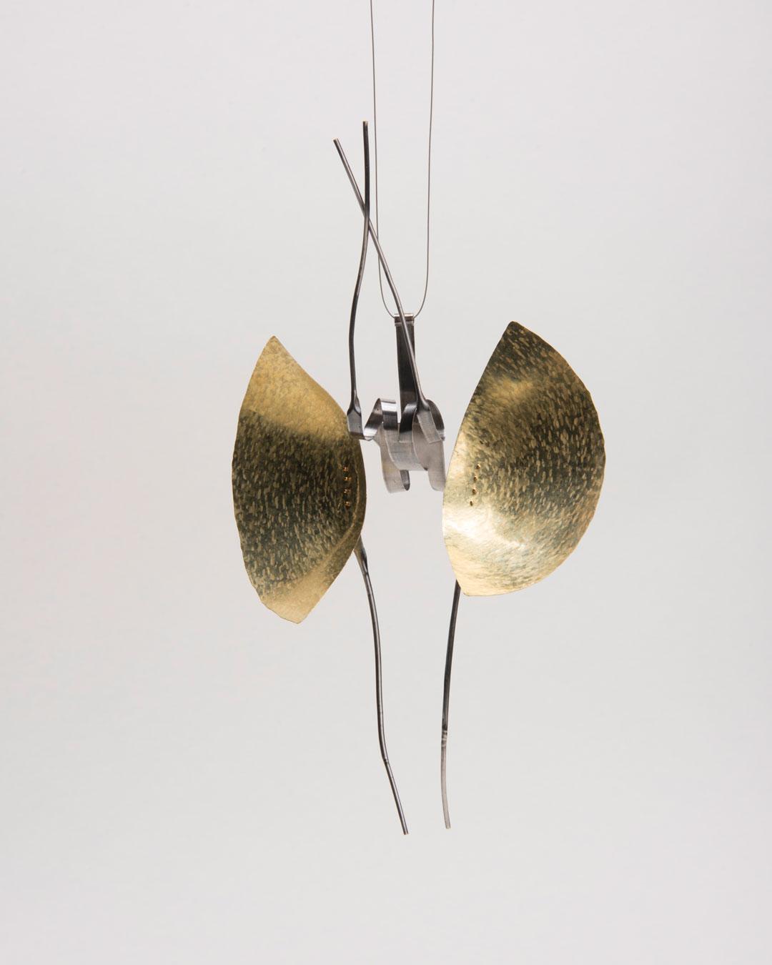 Andrea Wippermann, Mantis Religiosa, 2018, pendant; gold, stainless steel, blackened silver, nylon, 220 x 140 x 80 mm, €4600