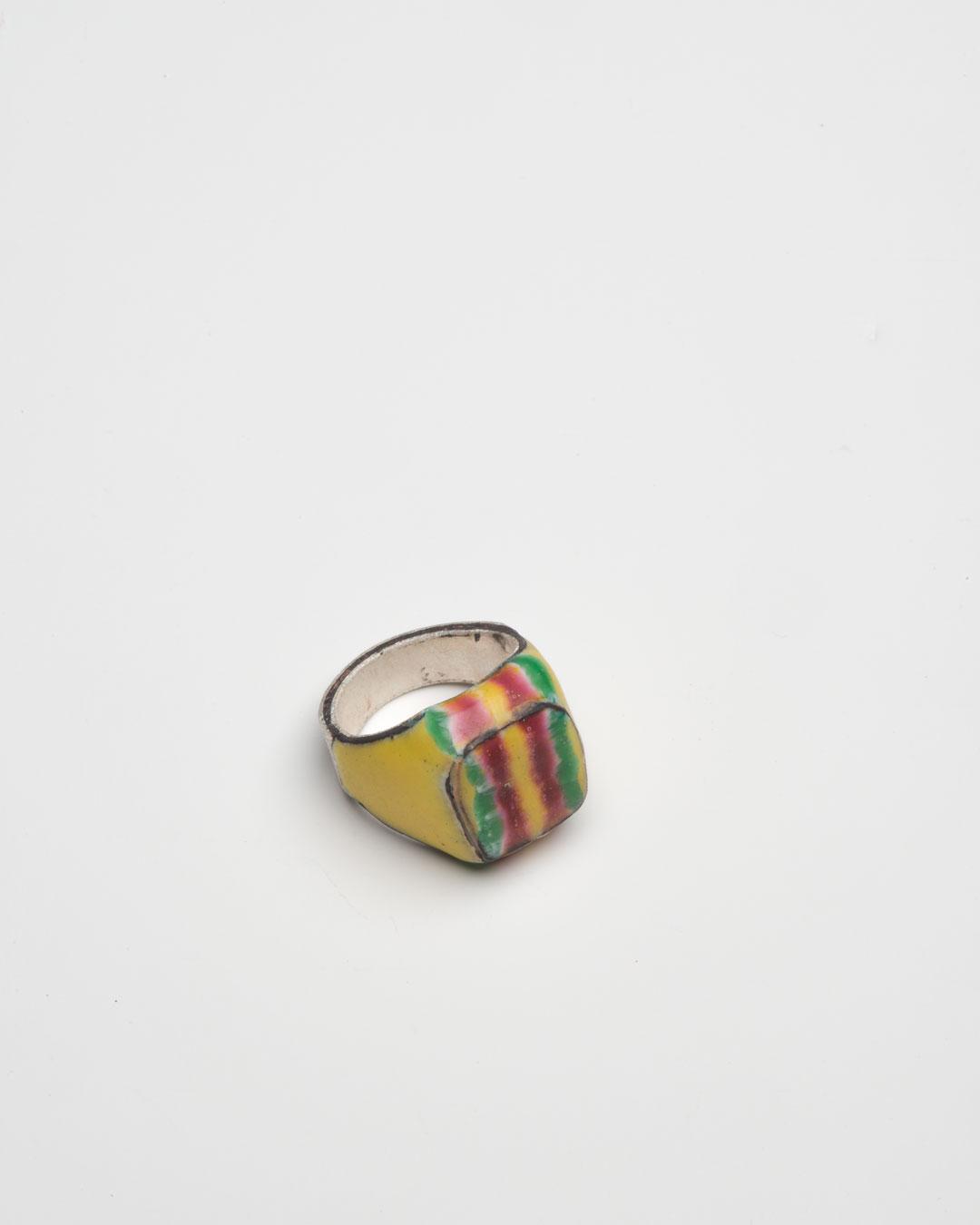 Aaron Decker, Stripes, 2018, ring; enamel, copper, silver 25 x 21 x 18 mm, €1000