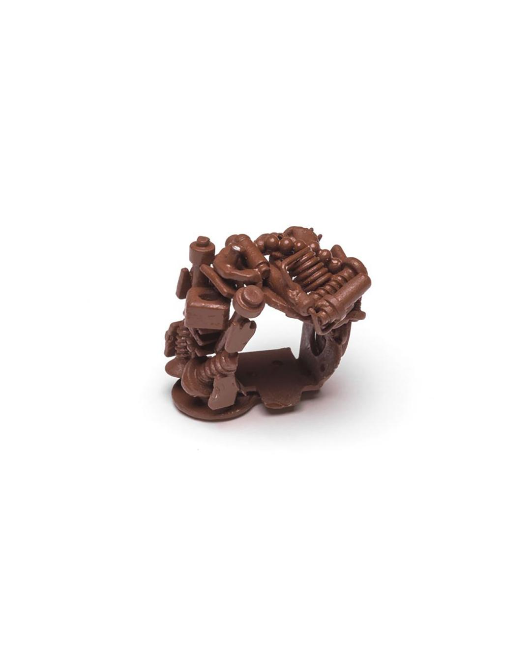 Doron Taubenfeld, zonder titel, 2009, ring; metaal, verf, 33 x 29 x 27 mm, €350
