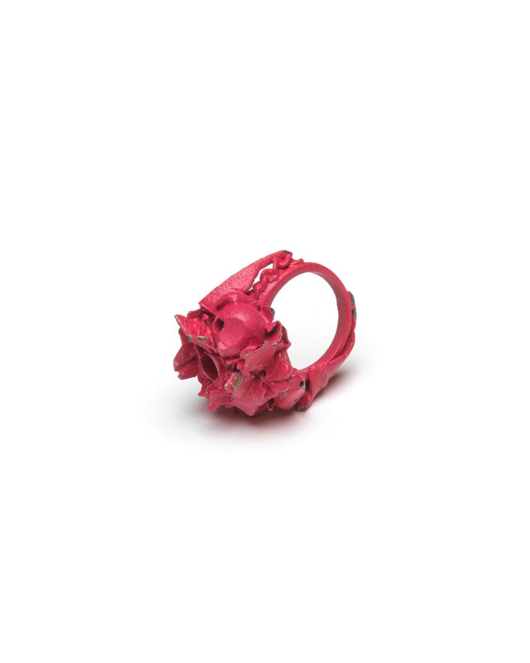 Doron Taubenfeld, zonder titel, 2009, ring; metaal, verf, 35 x 30 x 25 mm, €350