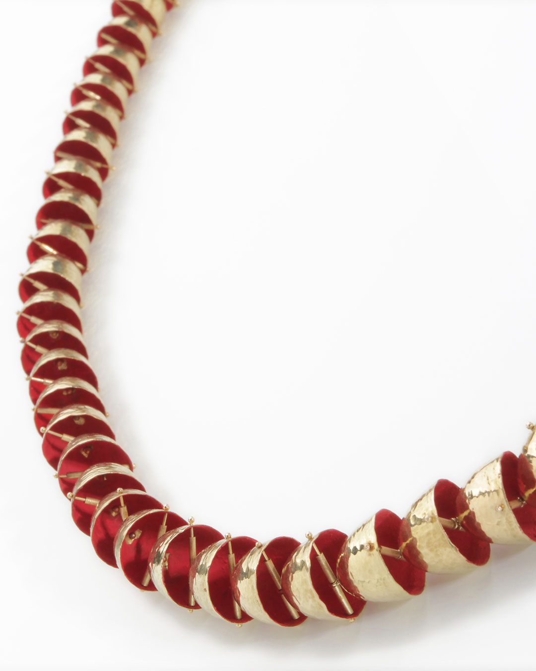 Piergiuliano Reveane, untitled, 2018, necklace; gold, enamel, ø 895 x 14 mm, price on request (image 1/3)