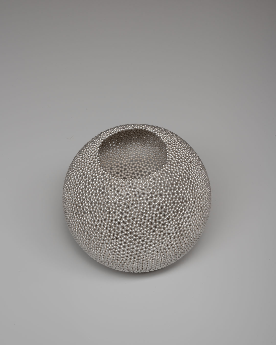 David Huycke, Pearl Bol, 2003, object; silver, 170 x 160 mm, €4500 (image 2 of 2)