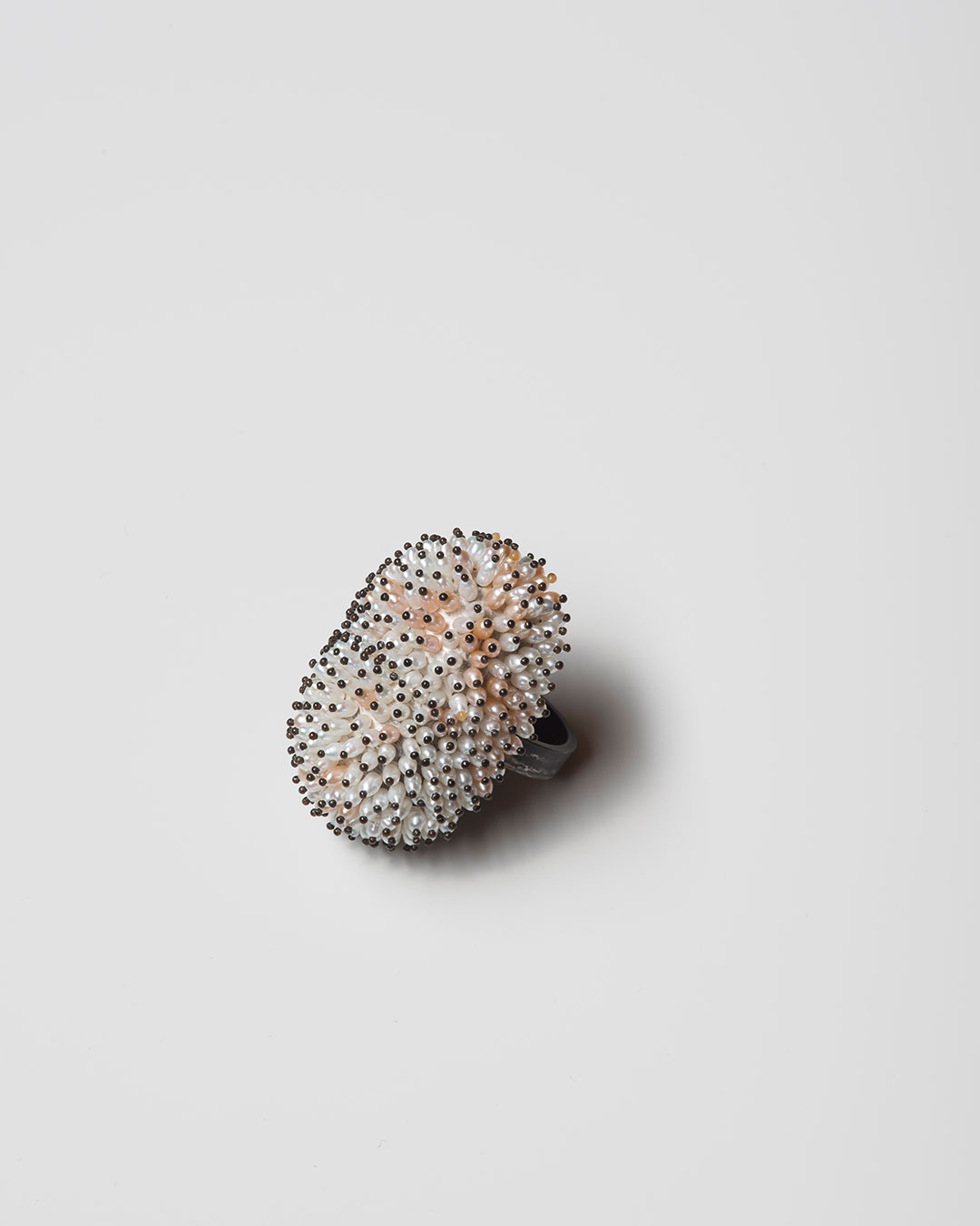 Sam Tho Duong, Look, 2020, ring; silver, freshwater pearls, nylon, €1840