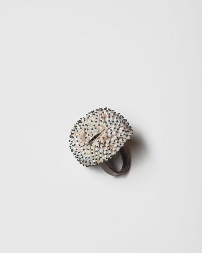 Sam Tho Duong, Look, 2019, ring; silver, freshwater pearls, nylon   €1940