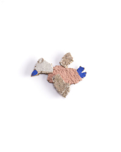 Juliette Même, Peace of Wall, 2020, brooch; pieces of wall from Strasbourg, brass, 60 x 45 x 5 mm